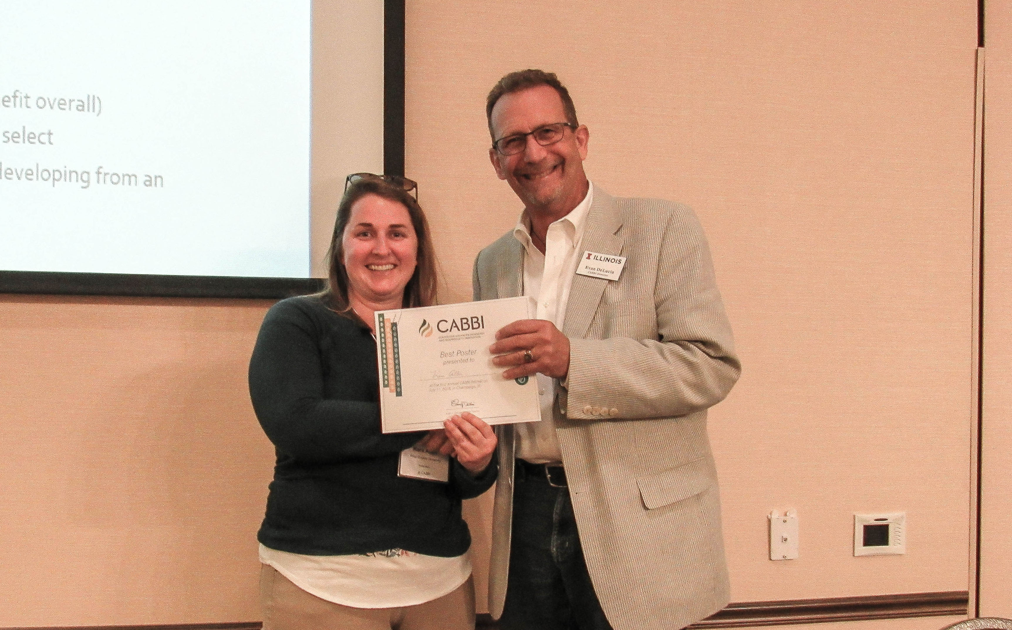 Poster Session winner Kara Allen, a postdoc in the Sustainability theme from West Virginia University, is presented her certificate and travel award by CABBI Director Evan H. DeLucia.
